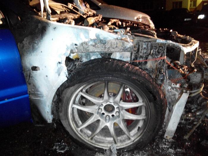 Загоревшийся вПензе «Mitsubishi Lancer» тушили 4 пожарных