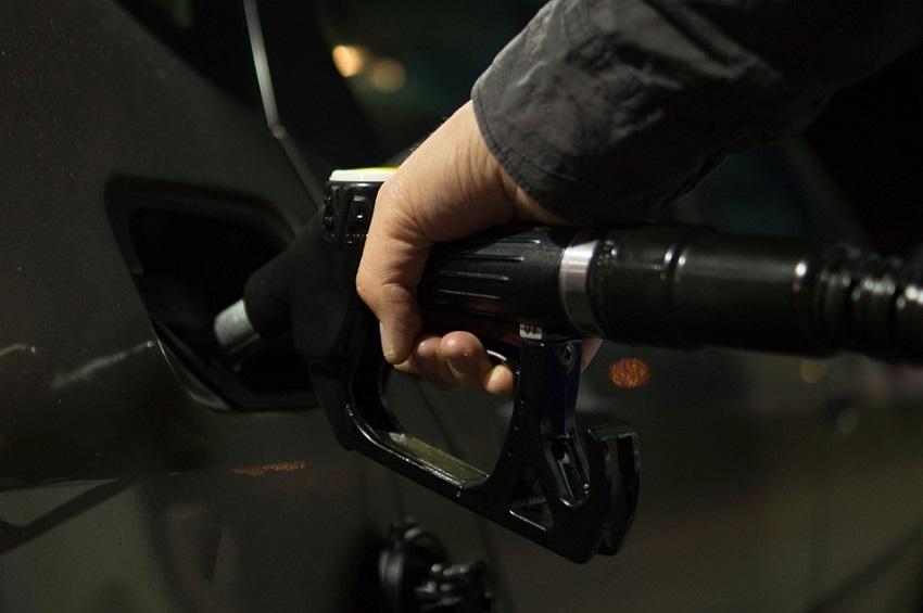 ФАС поведала опричинах поднятия цен набензин