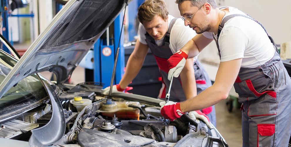 Стало известно, где россияне ремонтируют свои автомобили