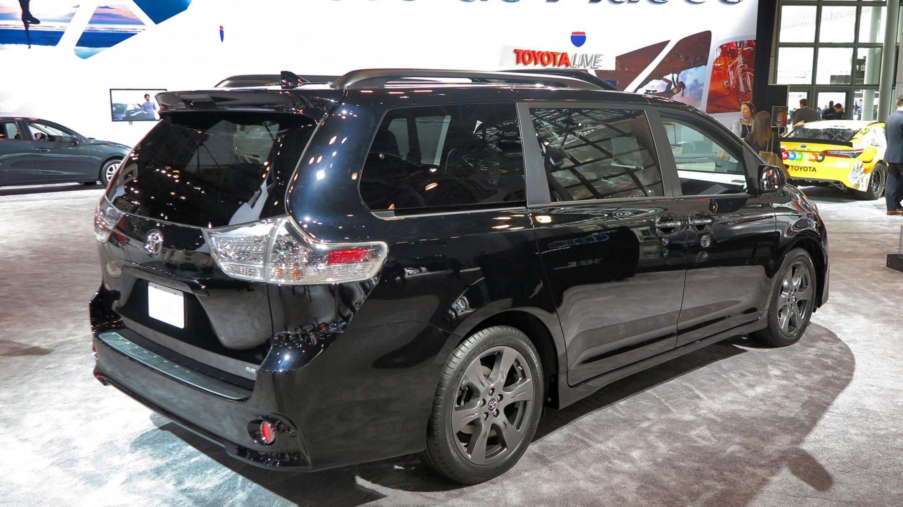Компания Тойота начинает реализацию улучшенного компактвэна Sienta