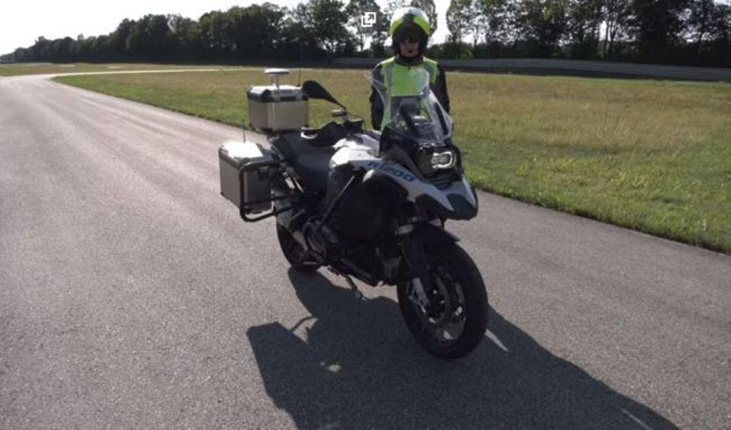 Компания БМВ показала новый беспилотный мотоцикл навидео