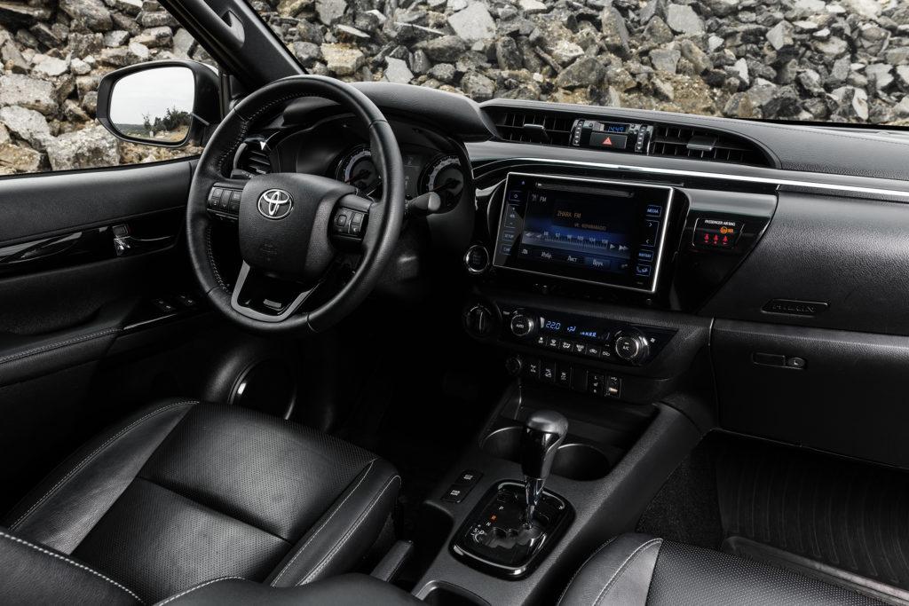 В РФ стартовали продажи эксклюзивной версии Тойота Hilux Exclusive Black