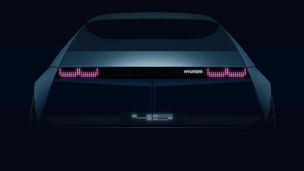 Hyundai представил дебютный тизер электрокара в ретро-стиле