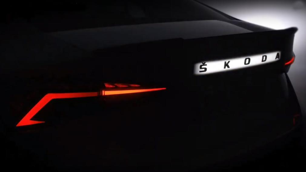'Горячую' Skoda Octavia RS поймали почти без камуфляжа
