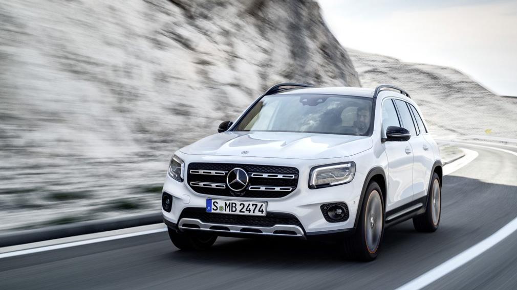 Mercedes-Benz назвал цены на кроссовер Mercedes-Benz GLB для России