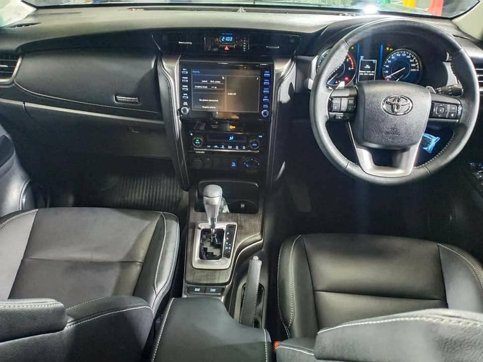 Модернизированный паркетник Toyota Fortuner добрался до автосалонов