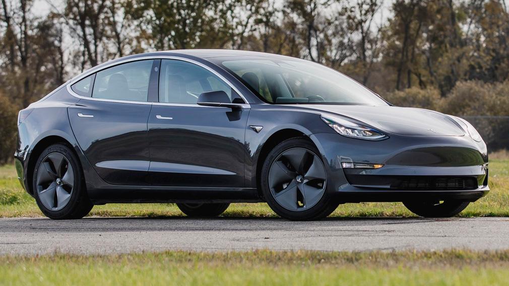 'Глюк' приложения Tesla позволяет управлять чужими машинами