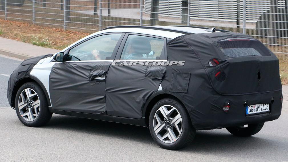Новый городской кросс Hyundai на платформе i20 впервые испытали на дороге