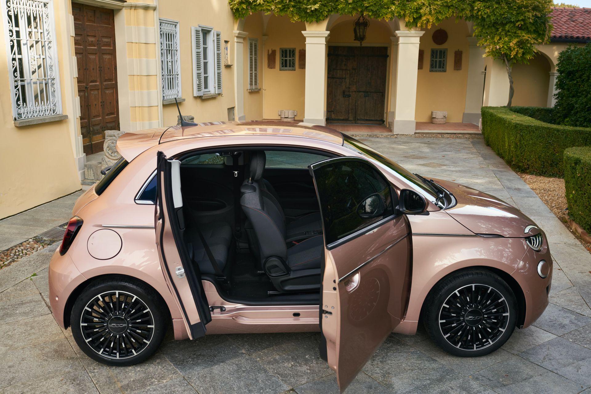 Электрокар Fiat 500e получил четвертую дверь и самую дешевую версию
